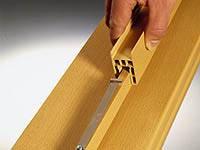 Надвинуть ударную направляющую на привинченные листовые пружинки, благодаря которым выравнивается расхождение по ширине до 20 мм.